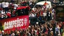 Les joueurs portugais accueillis par une marée humaine dans les rues de Lisbonne