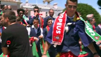 Euro-2016: du palais présidentiel, Ronaldo brandit le trophée