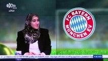 En Egypte, une femme commente le foot à la télévision