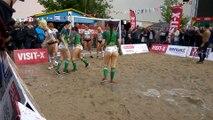 Bodypainting - Des femmes jouent au foot