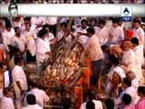 Bal Thackeray's Final Journey: Uddhav Thackeray lights funeral pyre