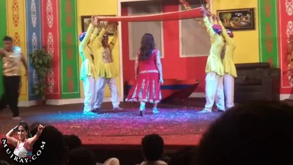 Pakistani Stage dancer sunahri khan hot mujra dance