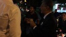 Ramos Allup se hace viral al pararse a comer perros calientes en Las Mercedes