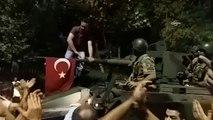 """Erdogan, le """"sultan"""" contesté de la Turquie tient bon"""