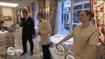 M6 nous emmène dans les coulisses du restaurant du Bristol durant les répétitions des serveurs - Regardez