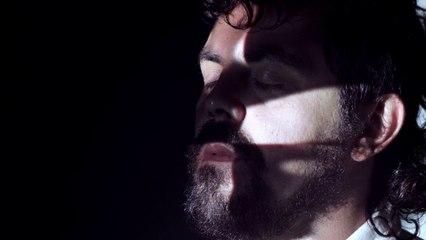 """clipe """"Emoção de fibra ótica"""" por Antonio Novaes (Clareia Filmes, São Paulo / 2016)"""