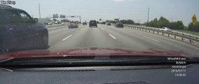 Un chauffard percute plusieurs voitures à grande vitesse sur l'autoroute et fini par se renverser - Road Rage VS Karma