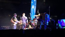 "Michael J.Fox et Coldplay jouent ""Johnny B. Goode"" en concert !"