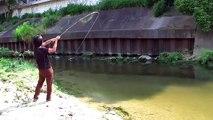 Sulama kanalında at çek balık avı dersi! Muhteşem balık avı