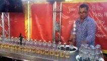 Un barman sert 17 Jägerbombs