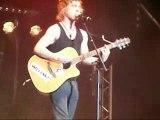 Julien Doré chante au concert Nouvelle Star à Trouville