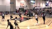 Ce joueur de Basket va défoncer le panier en faisant un gros dunk !