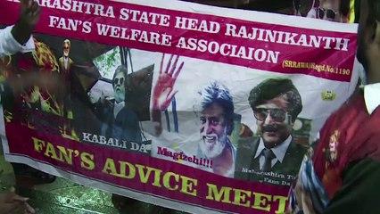 Rajnikant's Crazy Fans Pour Milk & Do Pooja Of KABALI Poster #Must Watch #Vianet Media