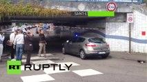 L'ambulance arrive à Saint-Etienne-du-Rouvray après la prise d'otages