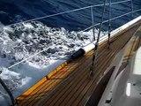 Le voilier gîte par 15 noeuds de vent