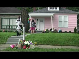 Fans Pay tribute to Muhammad Ali at His childhood Home