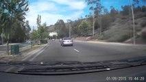 Elle sort de sa voiture en marche et l'abandonne alors qu'elle roule encore;.. WTF
