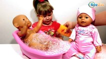 Кукла Беби Борн. Ника купает куклу в ванночке. Видео для детей. Baby Born Doll Bath time