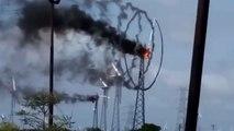 En Inde, une éolienne prend feu et dessine des spirales de fumée