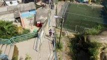 Adrénaline - VTT : Filip Polc réalise une descente à travers les favelas de Rio