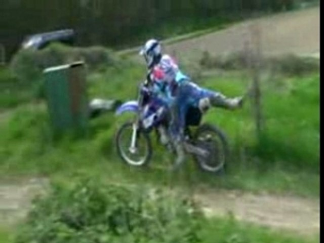 Regis fait du motocross