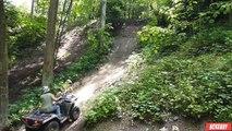 Régis monte une falaise avec son quad