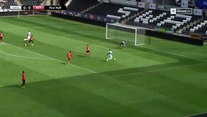 Llorente misses open goal on Swansea City debut