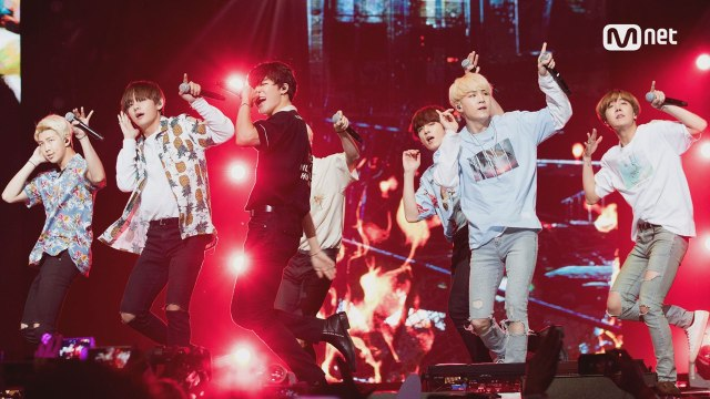 [KCON 2016 LA×M COUNTDOWN] 방탄소년단 (BTS)  _ INTRO (Young Forever)+불타오르네 (FIRE)