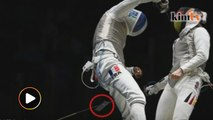 French fencer sees phone fall out of pocket during match at Rio Olympics