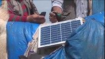 Eşeğin Üzerine Güneş Paneli Yerleştirip Telefonu Şarj Etmek