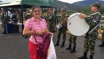 """Ejército de Colombia le toca """"la pollera colorá"""" a venezolanos que cruzan la frontera"""