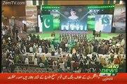 People Are Ignoring Nawaz Sharif And Taking Selfies With General Raheel