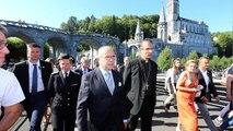 Le ministre Bernard Cazeneuve inspecte la sécurité des sanctuaires de Lourdes