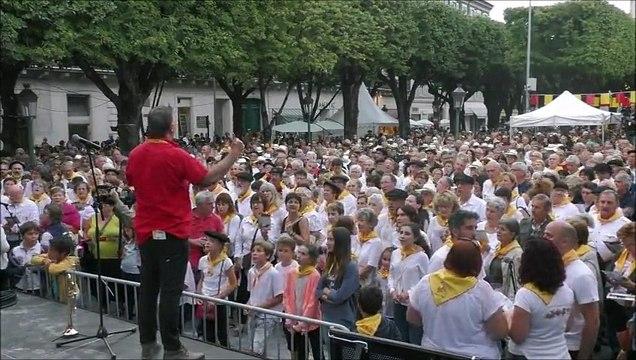 Revivez en vidéo de la cantèra d'ouverture : la foule chante De cap tà l'immortèla