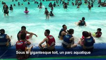 """Chine: vacances à la mer dans le """"plus grand bâtiment du monde"""""""