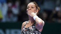Agnieszka Radwanska advances to last four of WTA Finals