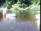 Bateau sur l'eau... la rivière au bord de l'eau