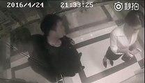 Cette caméra filme un homme qui harcèle une femme dans un ascenseur, mais regardez bien ce qui se passe à 021 !