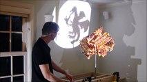 Une construction LEGO qui forme 3 ombres chinoises différentes selon l'angle d'éclairage -