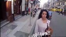 Elle se fait insulter dans la rue à cause de sa tenue