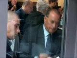 Berlusconi frisst seinen eigenen Popel