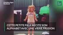 Cette petite fille chante son alphabet comme une diva