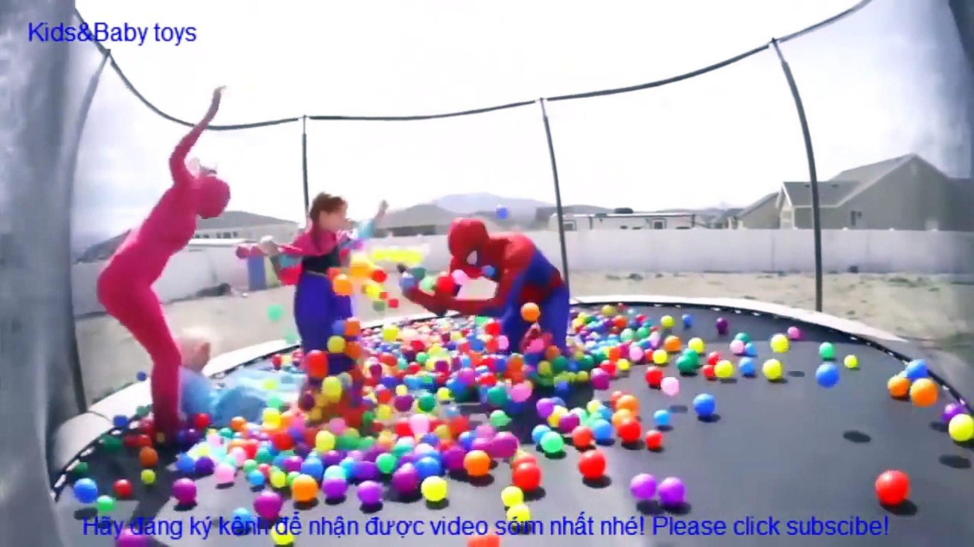 Người nhện và Nữ hoàng băng giá Elsa - Cuộc sống hàng ngày cùng joker, huk bọn trẻ chơi đùa