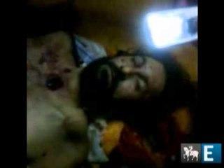 EXCLUSIVO: Opositores comemoram em torno do corpo de Kadafi