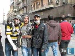 Manifestantes e polícia voltam a se enfrentrar nas ruas do Cairo