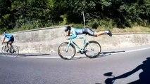 il se met en position Superman sur son vélo pour battre ses adversaires!!!!