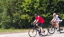 John Kerry se balade à vélo dans les Alpes