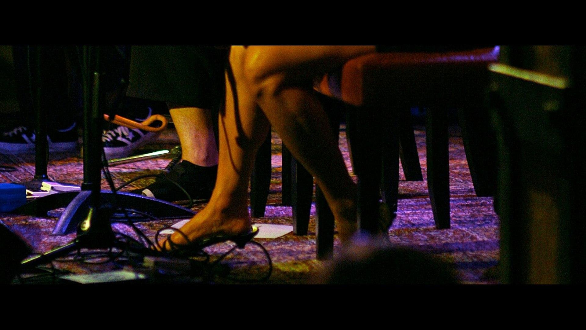 Susanna Hoffs Hot Sexy Feet & Thighs Sexy Legs