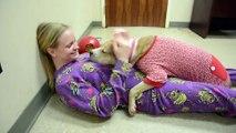 Gros chien avec un pyjama... Tellement mignon lol WTF