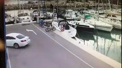 Un pêcheur va avoir la poisse de sa vie avec sa voiture